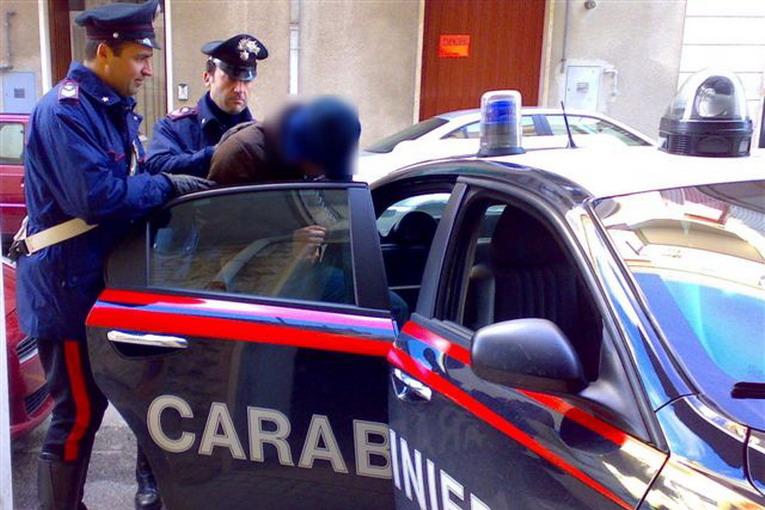 Rubano oggetti a Massa D'Albe per un valore di 20 mila euro, arrestati