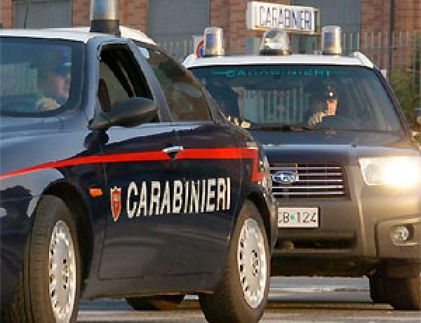Follia a Tagliacozzo, pensa di sparare ai ladri in fuga e rischia di centrare una mamma a passeggio con due bambine