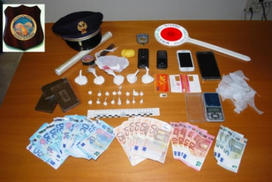 Sorpresi a confezionare la droga in un casolare, arrestati tre marocchini