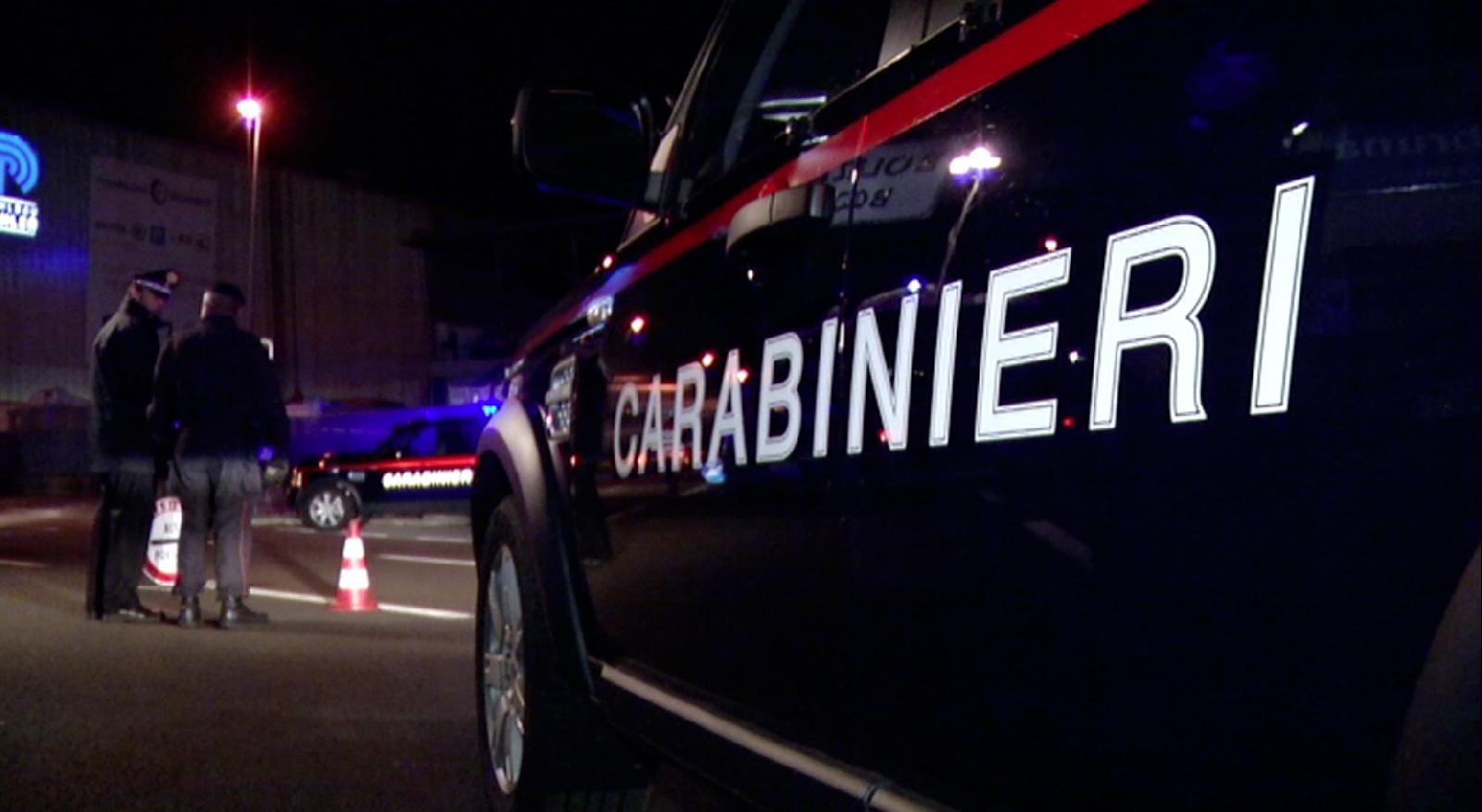 Ubriaco col trattore rubato in mezzo alla folla del concerto. Fermato da tre carabinieri fuori servizio