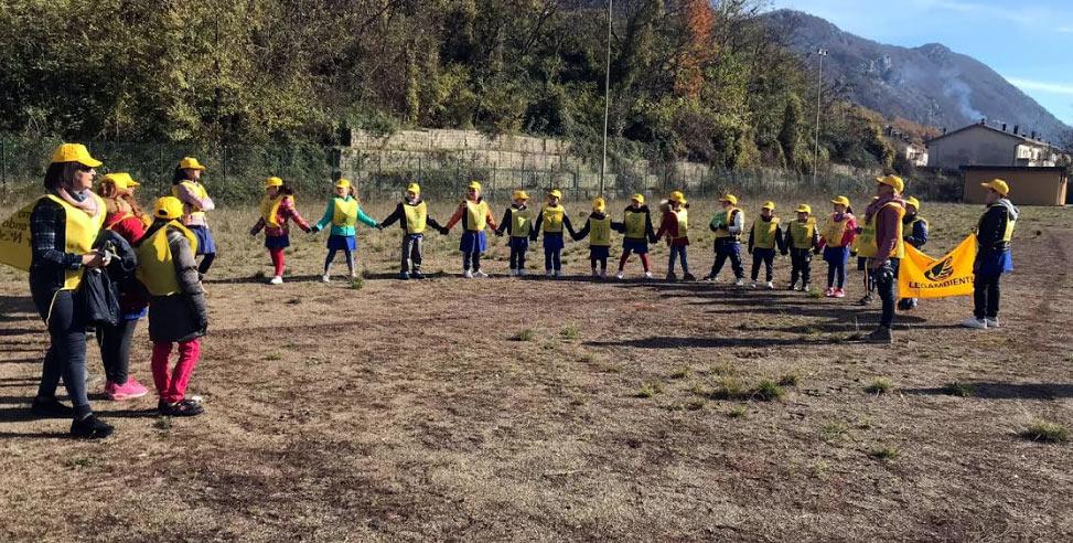 """""""Puliamo il mondo"""", la scuola primaria di Castellafiume aderisce alla giornata ecologica di Legambiente"""