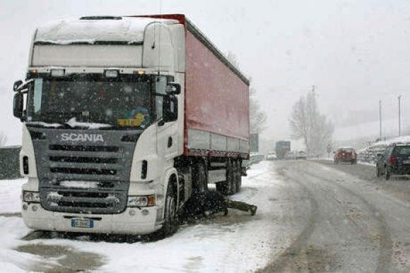 Neve, disagi alla viabilità sulla A24