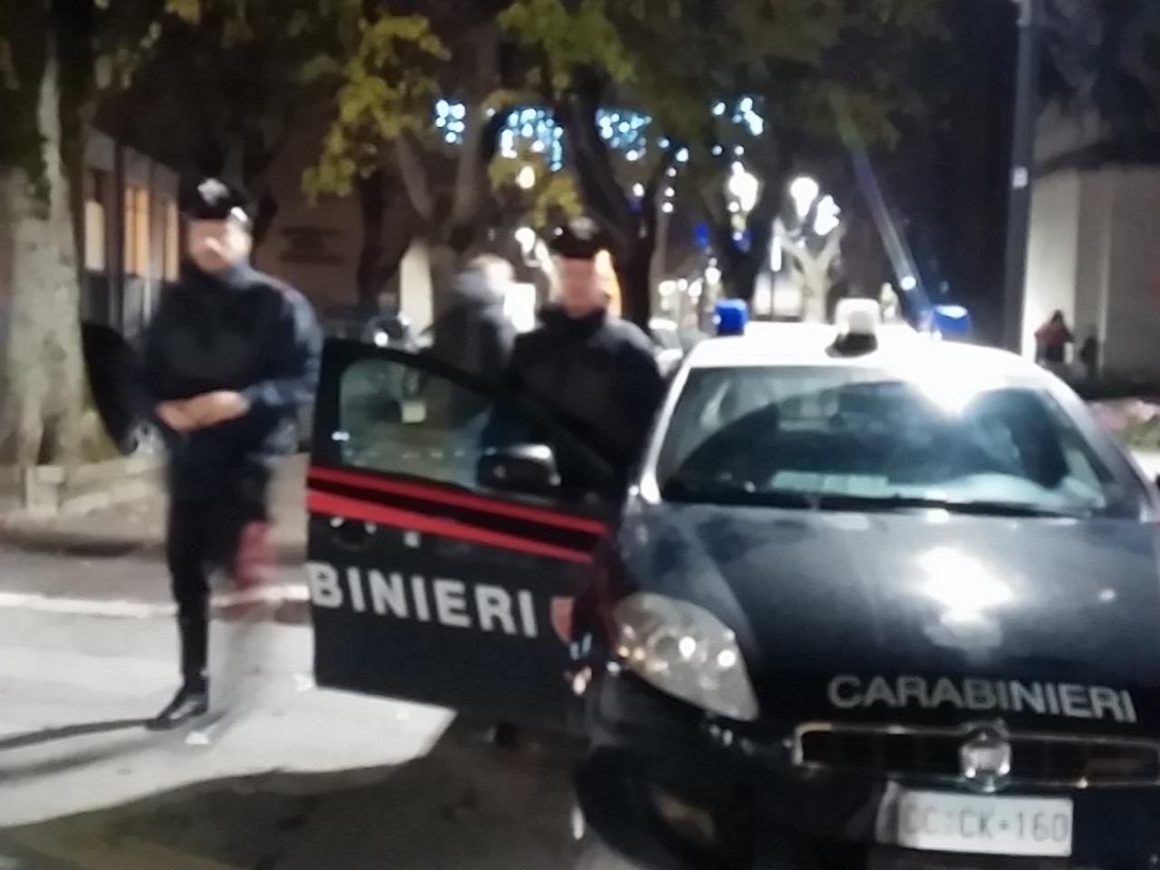 Ai domiciliari esce per una passeggiata con la figlia, arrestato per evasione