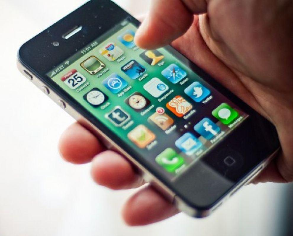 Ricettazione di un telefono cellulare, assolto
