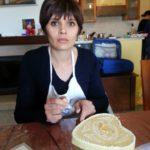 """Una nonna, una Cake Designer ed un Somelier, insegnano ai ragazzi l'antica ricetta della """"pizza cò le nùci"""""""