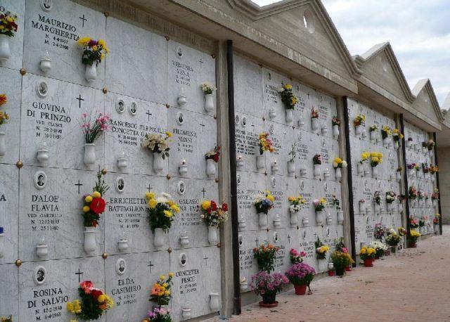 Celano, cimitero aperto nel rispetto delle regole in materia di Covid