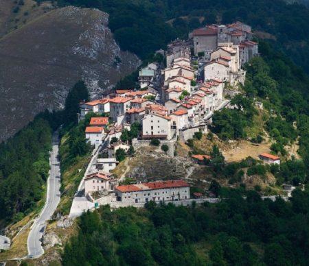 Il Touring Club Italiano e il Consolato Di Opi