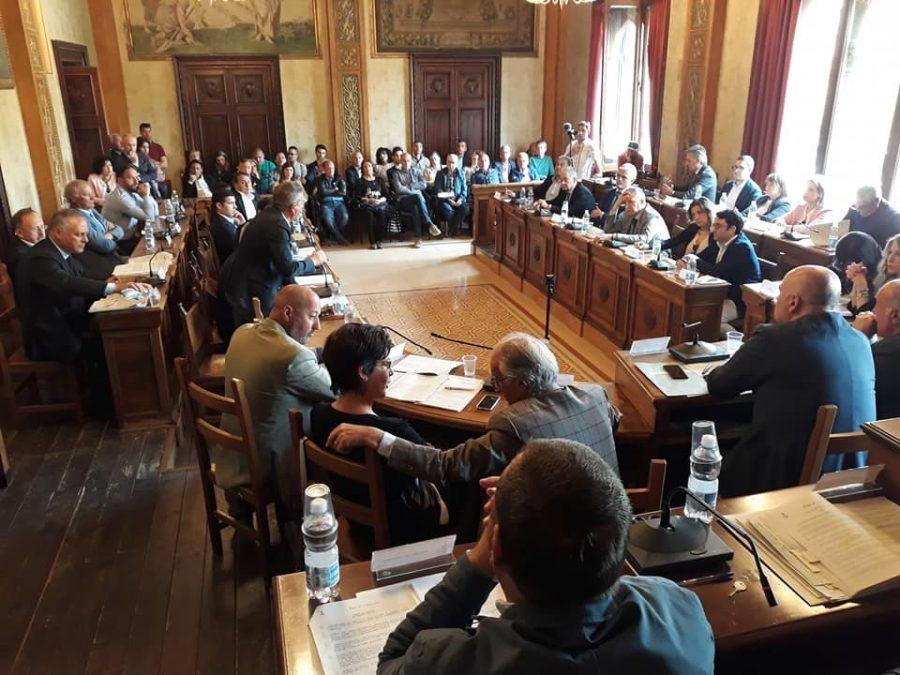 La maggioranza regge, ma è tregua armata: al via le consultazioni per il nuovo esecutivo