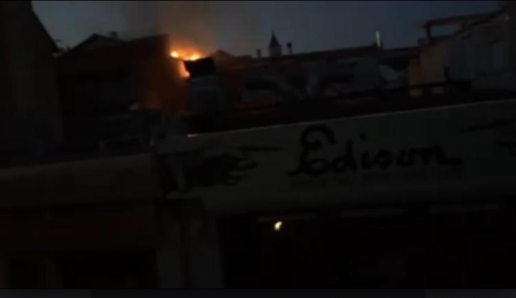 Brucia il centro di Avezzano. Uno spaventoso incendio distrugge diversi negozi. Evitato il peggio grazie al tempestivo arrivo dei pompieri