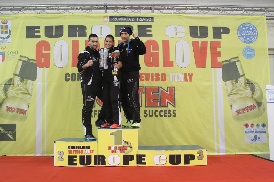 """La K.O. Team del Maestro Maurizio Pollicelli è medaglia d'oro alla Europe Cup """" Golden Glove"""" 2016 di Kickboxing"""