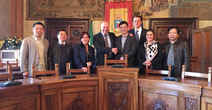 """Delegazione cinese a Palazzo di città. Di Micco: """"Un ponte verso l'Oriente"""""""