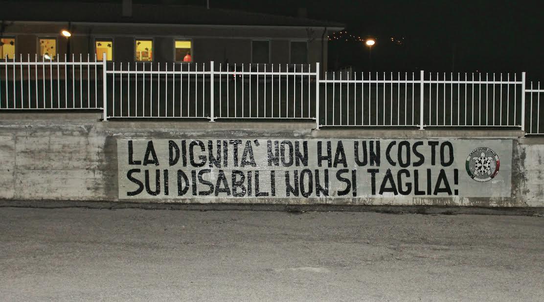 Tagliacozzo: 'La dignità non ha prezzo', striscione di CasaPound contro la chiusura della struttura per disabili 'Dopo di noi'