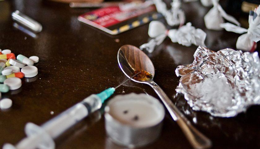 "La droga: fuga nei ""paradisi artificiali"""
