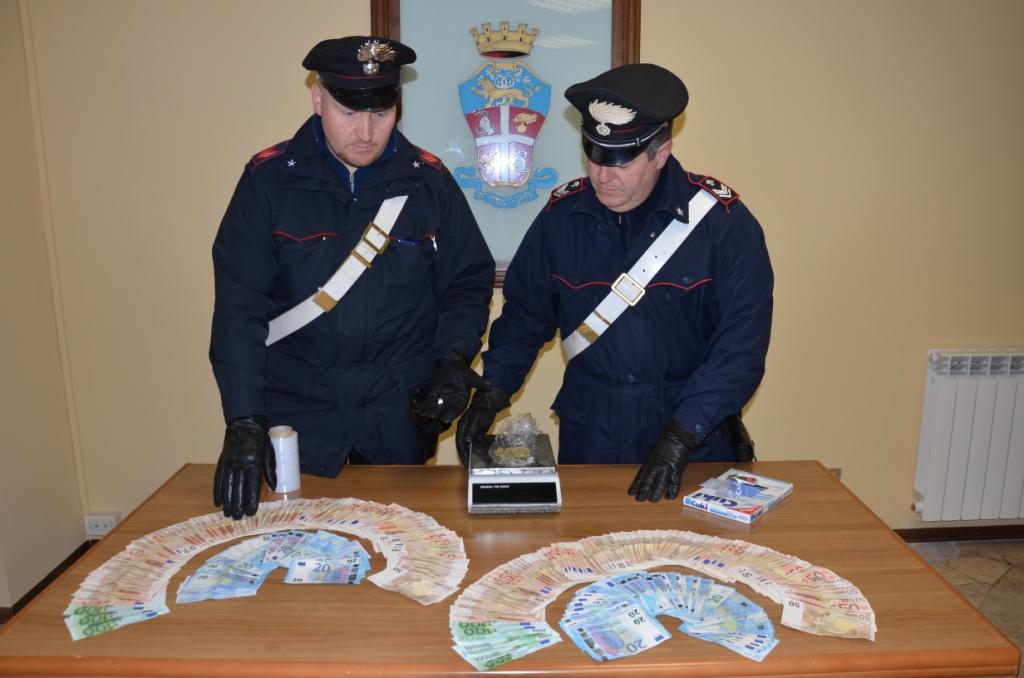 Spaccio di droga e migliaia di euro in contanti. In manette cittadino albanese