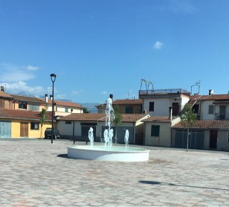 Il teatrino del Sindaco Di Pangrazio in Borgo Via Nuova Quattro panchine ed una fontanella, ma l'antico forno non c'è più...