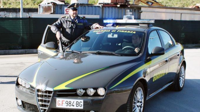 Guardia di Finanza: sequestrati 260.000 euro ad un funzionario pubblico e alla figlia professionista