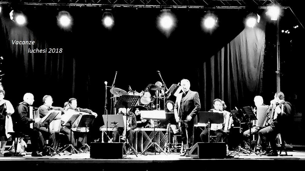 """Sotto le stelle luchesi il grande concerto della Fisiorchestra Hesperion. La sindaca De Rosa: """"Eventi in ogni rione"""""""