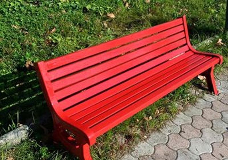 Al Majorana una panchina rossa contro la violenza sulle donne