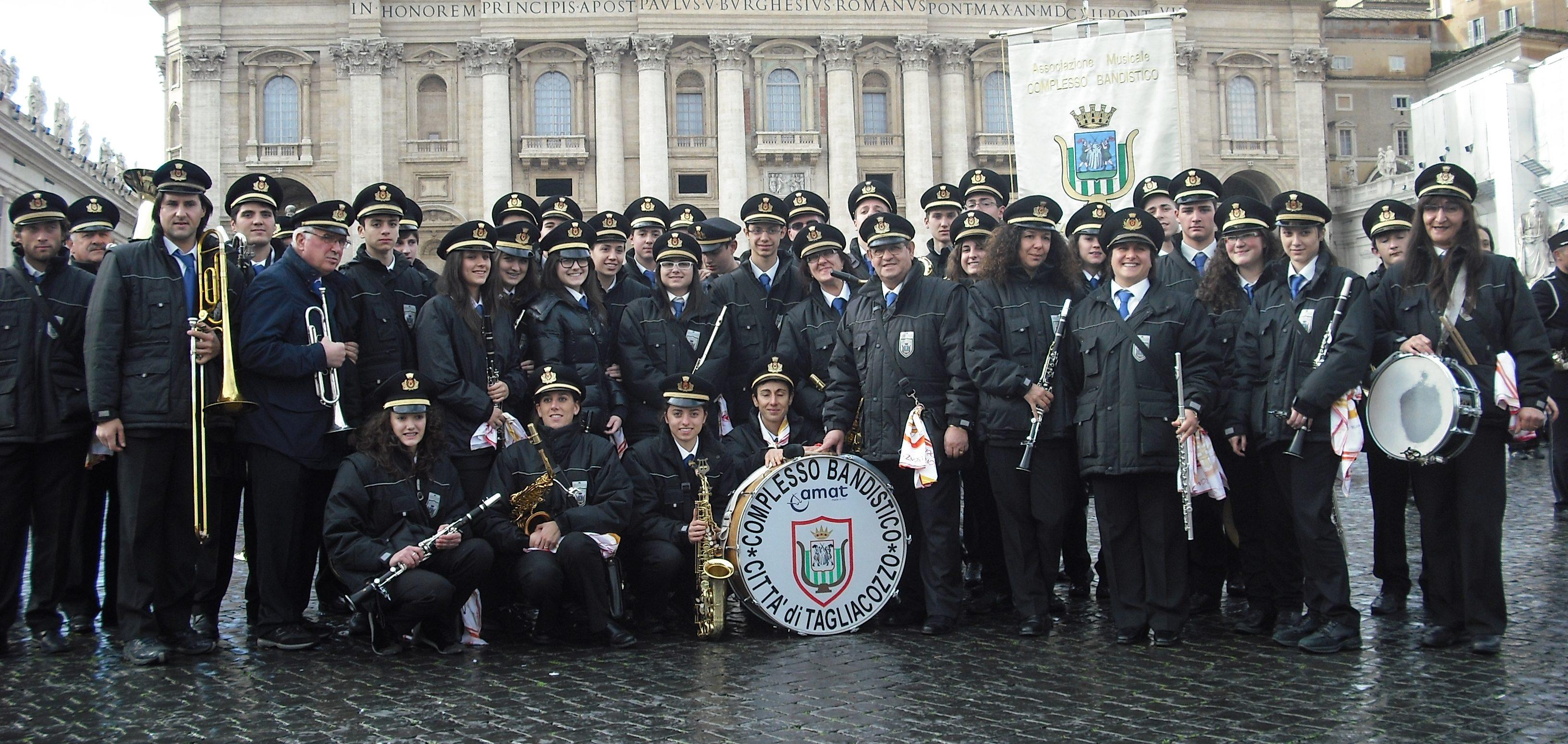 Attesa per l'esibizione in casa del complesso bandistico di Tagliacozzo, appuntamento nella chiesa dell'Annunziata