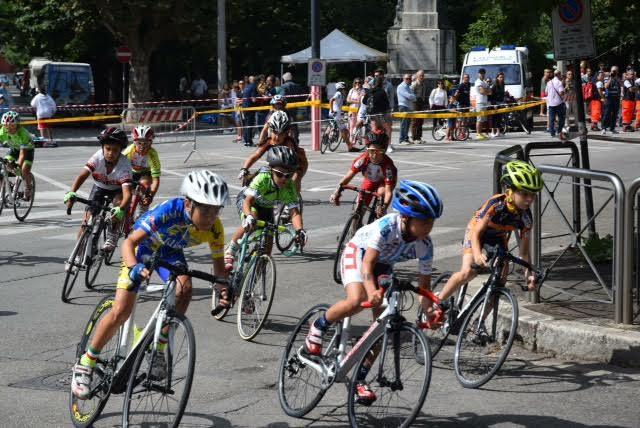 Memorial Franco Cozzolino, sorrisi con i baby ciclisti nel centro di Avezzano