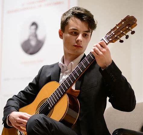 Il chitarrista Andrea Roberto in concerto ad Avezzano