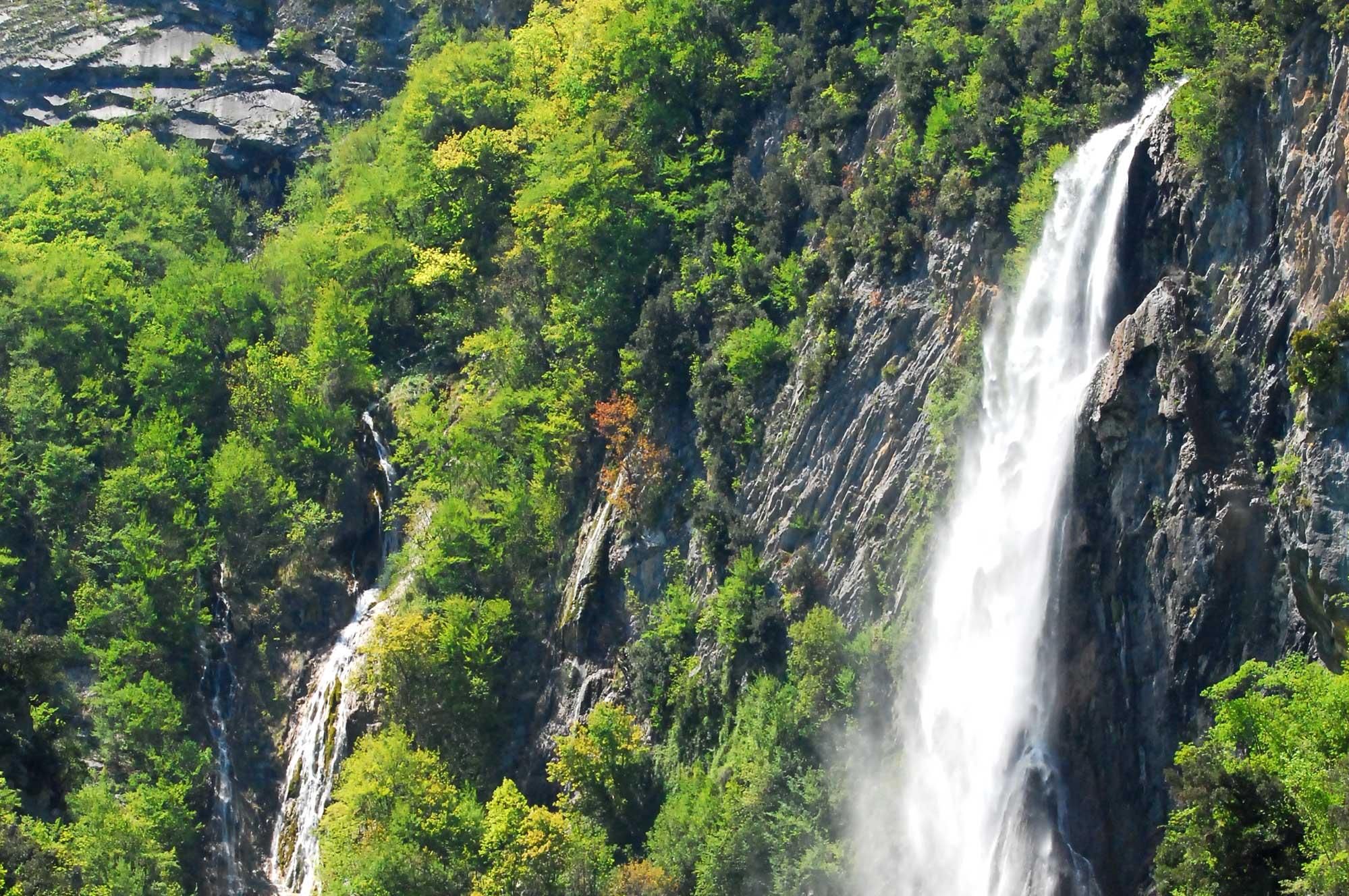 Morino, una tavola rotonda ai piedi della cascata per ribadire l'importanza delle risorse idriche e ambientali