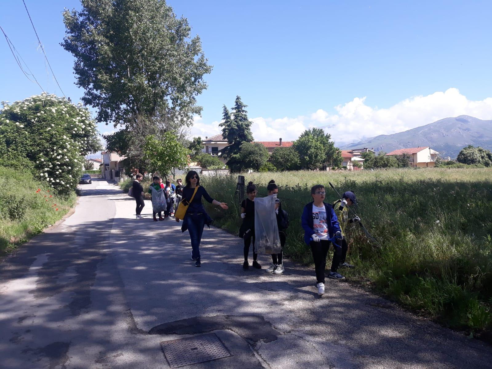 Tekneko entra nelle scuole di Avezzano e sensibilizza gli studenti nella pulizia dell'ambiente in cui vivono