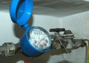 Contatori dell'acqua, il Comune vieta l'installazione se il Cam non definisce la sua situazione debitoria
