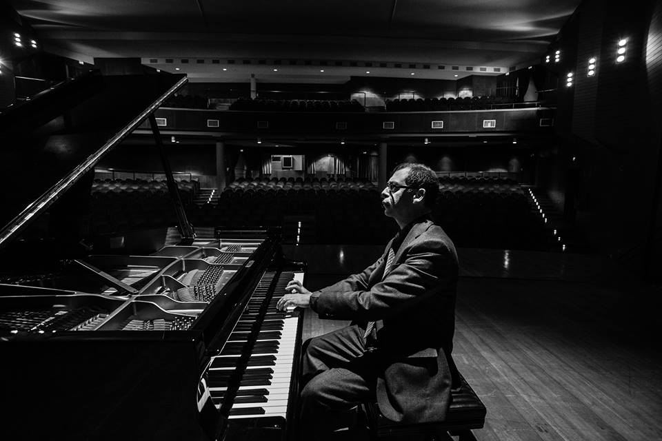 Sarà il pianista Massimo Coccia a chiudere la prima edizione di Festiv'Alba con un doppio concerto nella chiesa di San Pietro