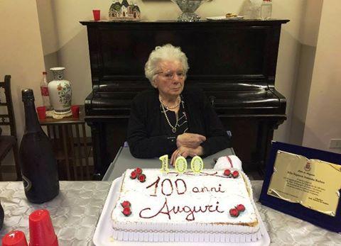Una targa a Assunta Rubeo per i suoi 100 anni