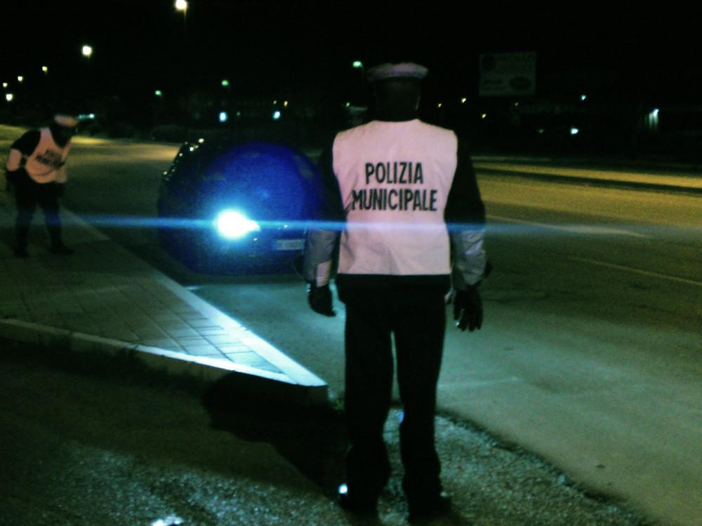 Polizia Locale, agenti in strada anche di notte contro furti e prostituzione
