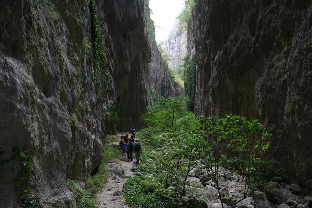 """Escursioni al """"Canyon"""" delle Gole di Aielli-Celano"""