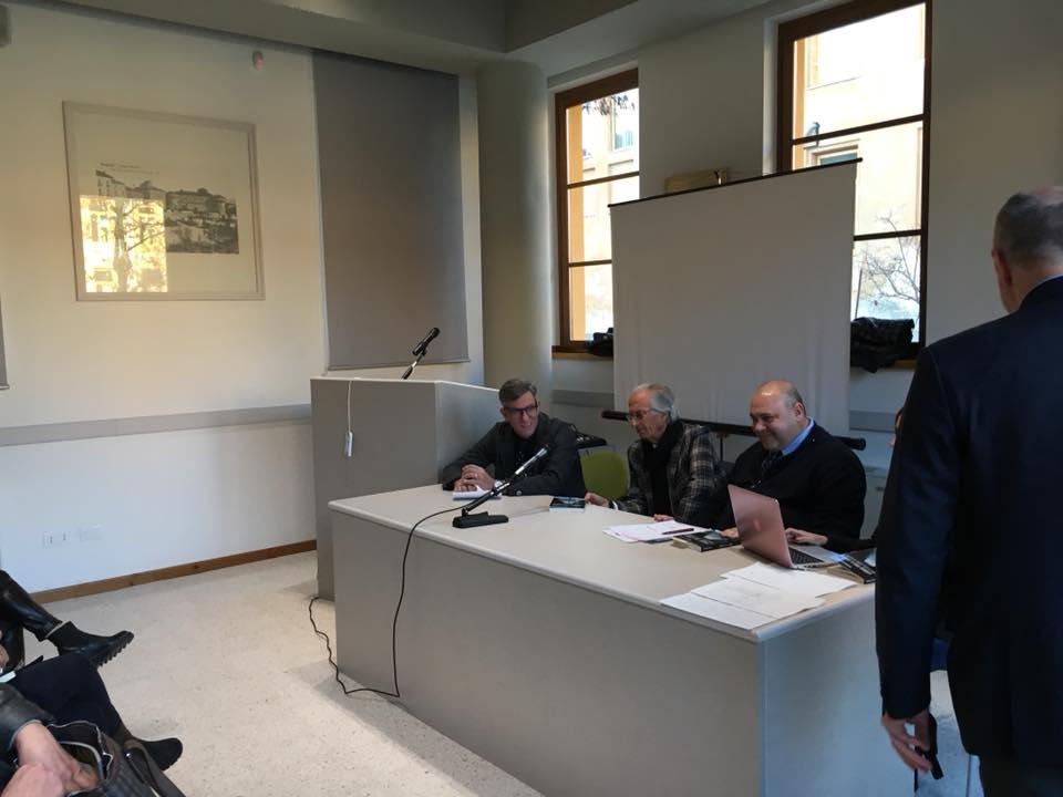 """Grande partecipazione alla presentazione del libro """"Laggiù tra il ferro"""" dell'avvocato Nicodemo Gentile"""