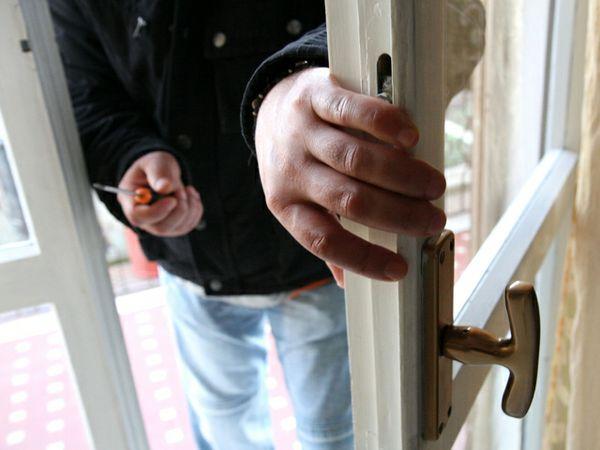 Ladri d'appartamento in azione a Magliano. Caccia ai malviventi in fuga su una Seat Leon