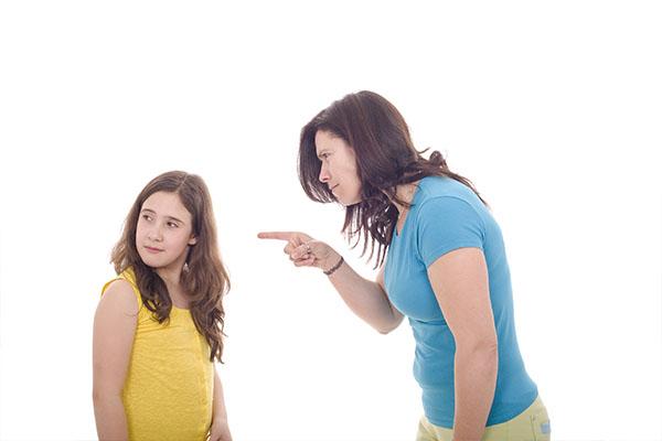 Giù le mani dai bambini... ma rieduchiamo i genitori