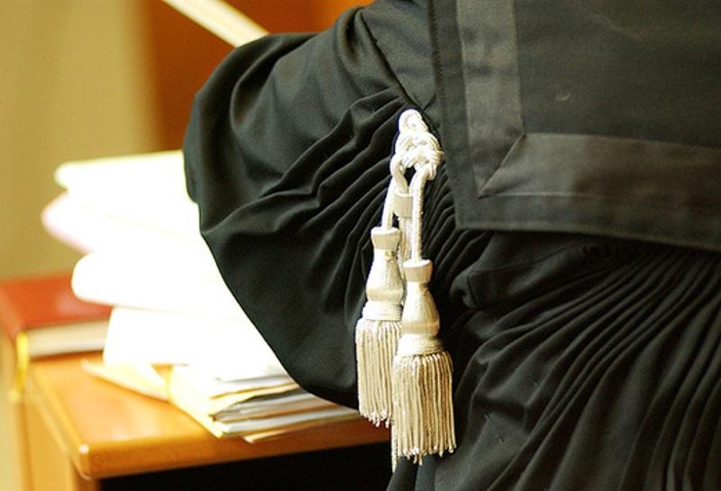 Minaccia di morte l'ex marito in tribunale