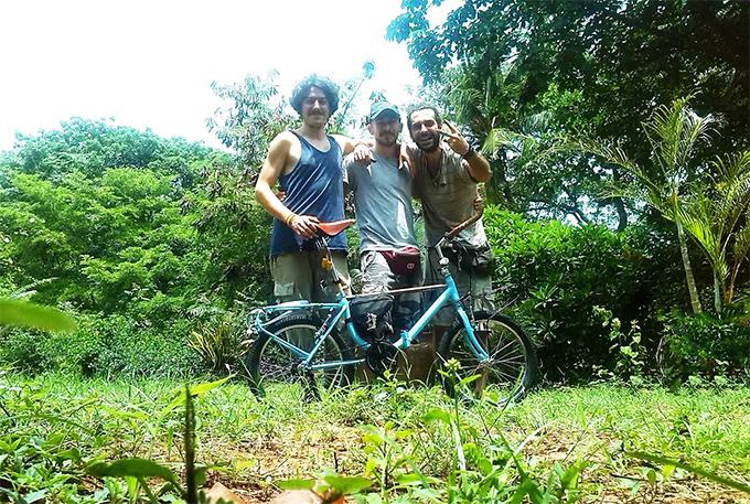"""Tre amici, pedalando con le """"grazielle""""… nel cuore dell'Africa"""