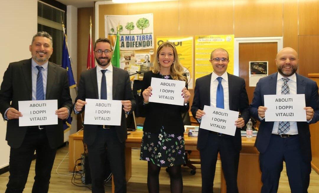Taglio del cumulo dei vitalizi anche in Abruzzo stop a questo privilegio