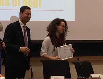 Alunna dell'Istituto Ettore Majorana premiata durante la cerimonia del Premio Asimov