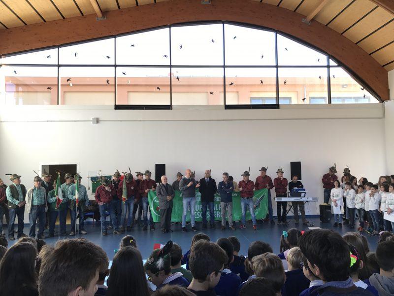 Il Gruppo Alpini di Pescasseroli dona una fotocopiatrice di ultima generazione al Comune di Montereale