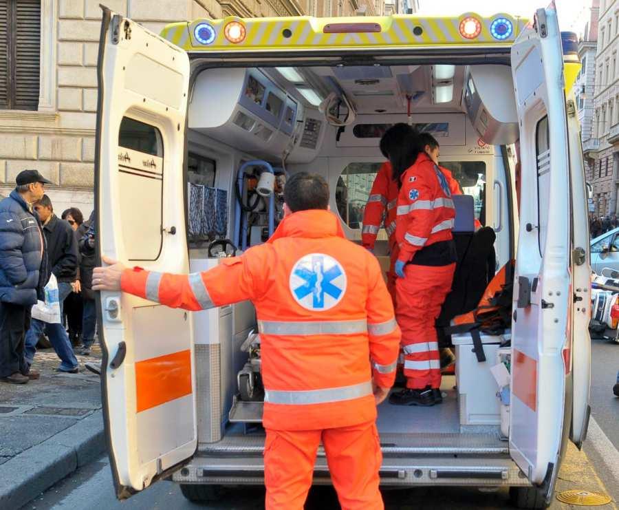 Incidente sotto la pioggia battente, tre feriti
