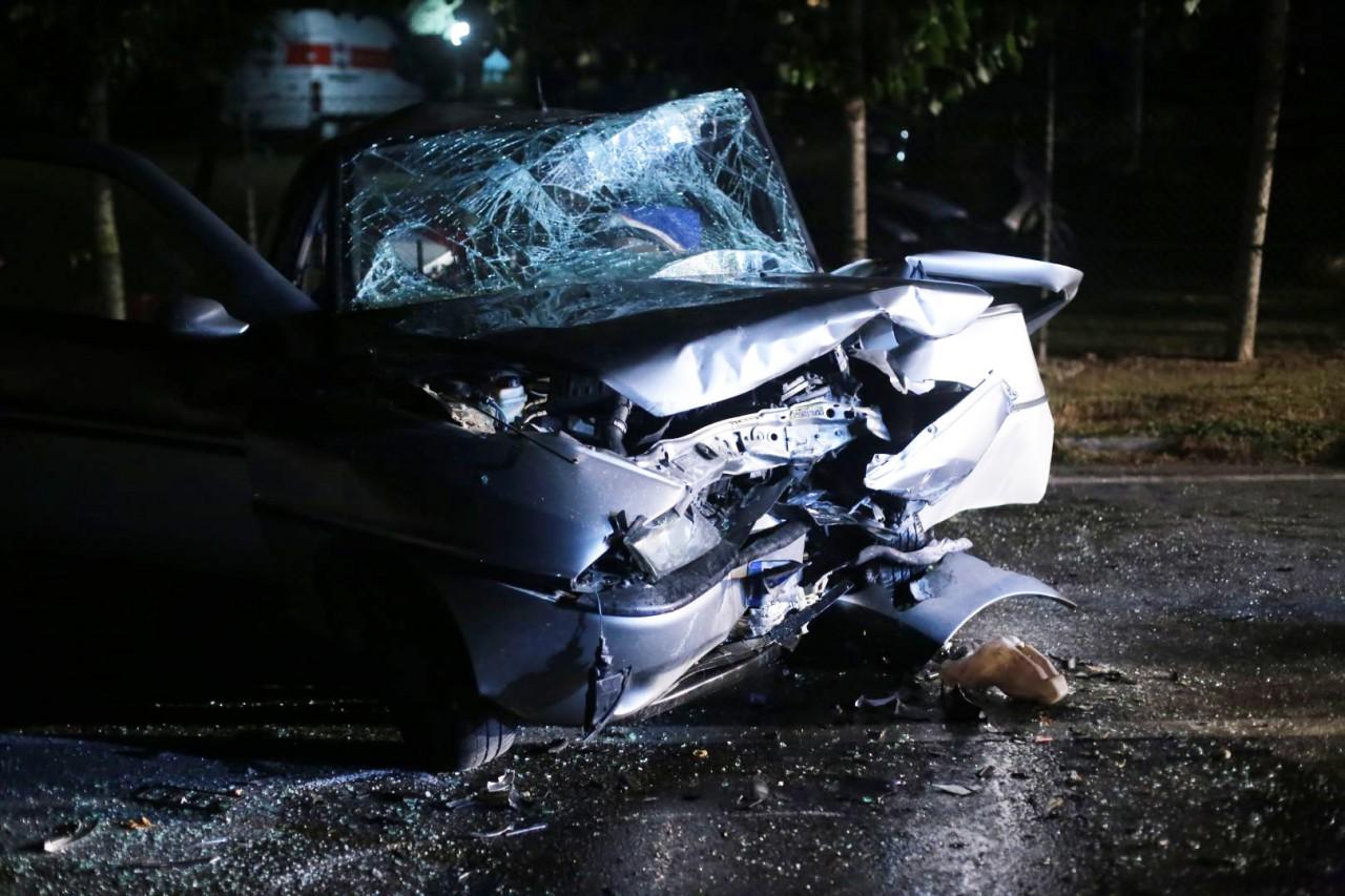 Violento frontale: tre feriti, grave un giovane