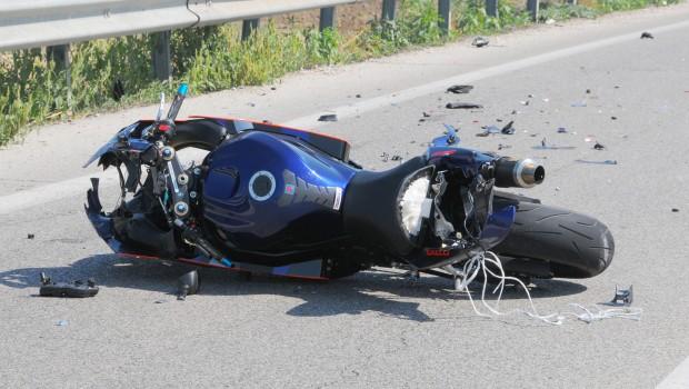 Carsoli, scontro tra moto e scooter, due feriti