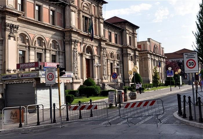 Prove di isola pedonale nelle vie del centro ad Avezzano: strade chiuse venerdì, sabato e domenica