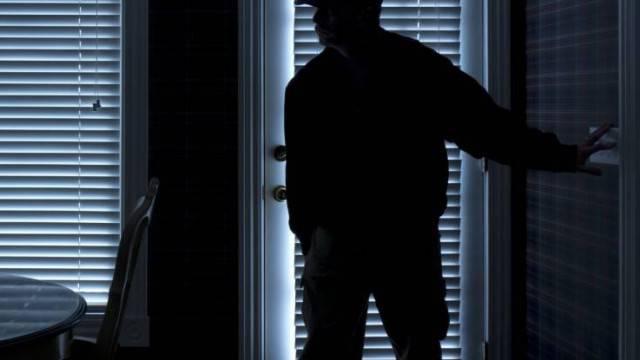 Denunciato un giovane per tentato furto in appartamento