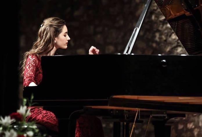 A soli 16 anni, la pianista Luna Costantini calca il palco dell'Alighieri di Ravenna
