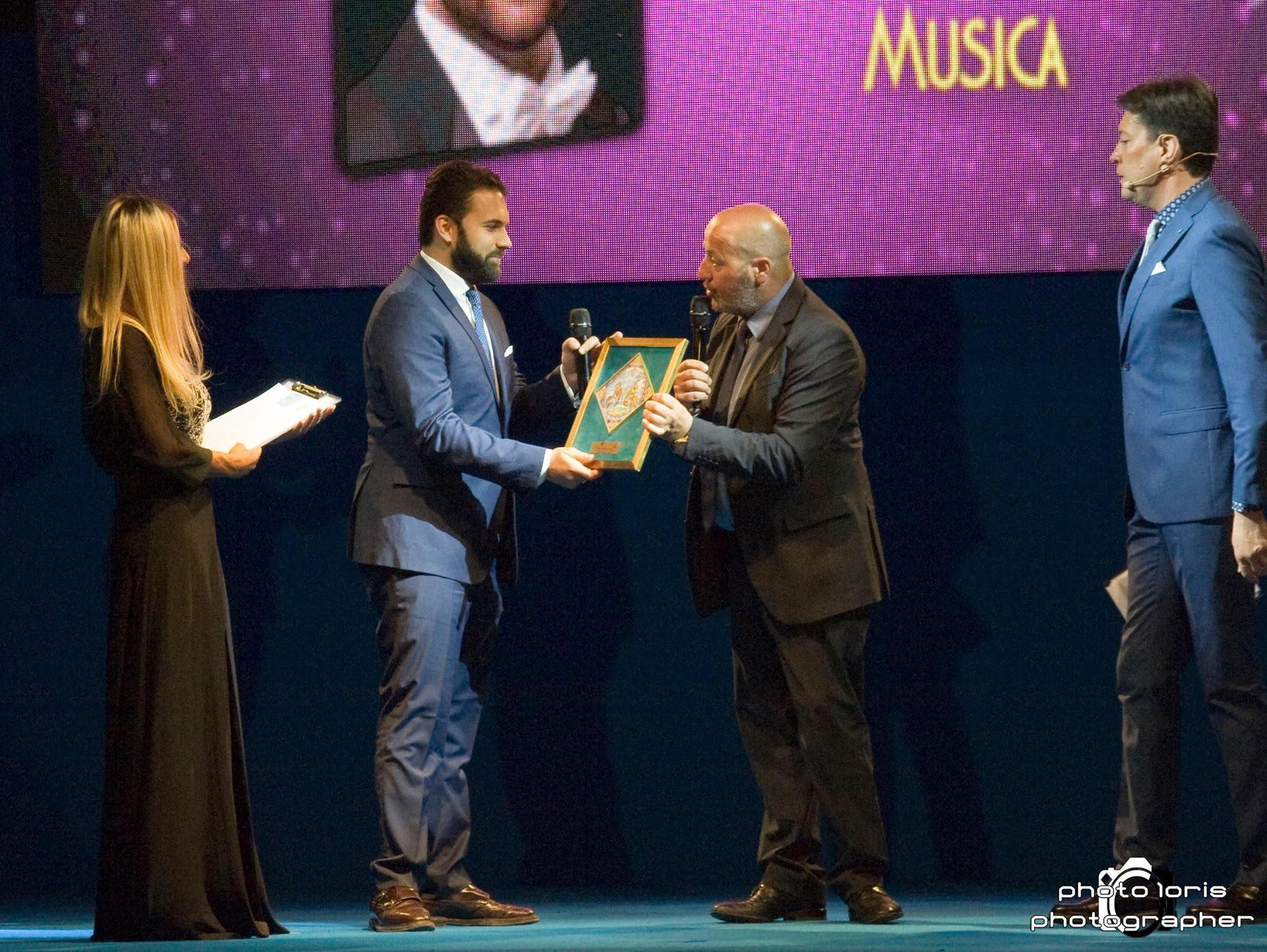"""Il tenore marsicano Aleandro Mariani vince il premio """"Carlo D'Angiò"""", sezione Ral Marsica"""