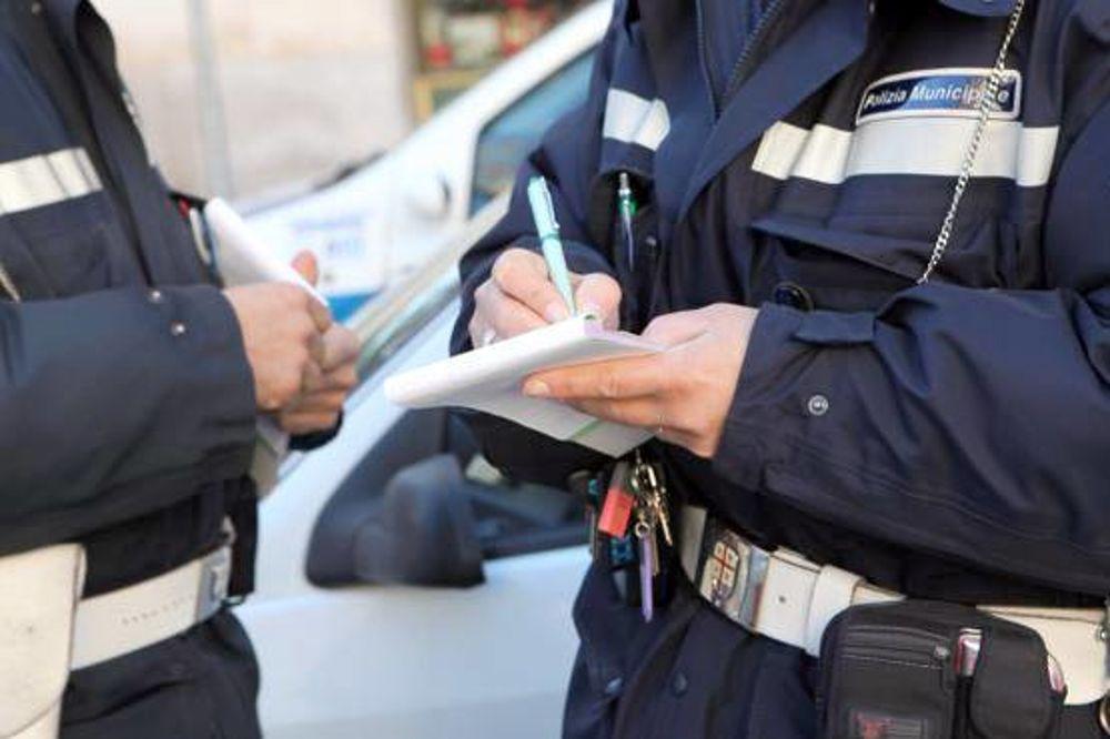 Negozio di Avezzano aperto nel giorno di pasquetta con clienti all'interno, multe e sospensione della licenza
