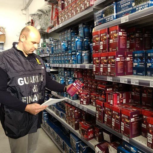 Maxi sequestro di luci di Natale, la Finanza scende in campo per la sicurezza