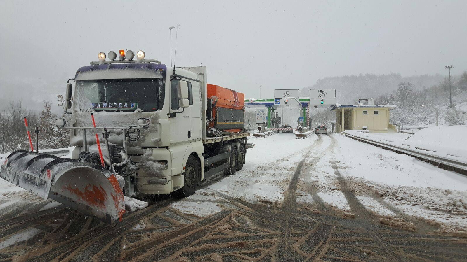 A24-A25: nevicate in progressiva attenuazione da domani, fermi i mezzi pesanti